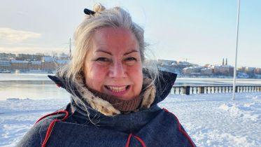 Samiska flaggan hissad vid stadshuset trots pandemin - P4 Stockholm | Sveriges Radio