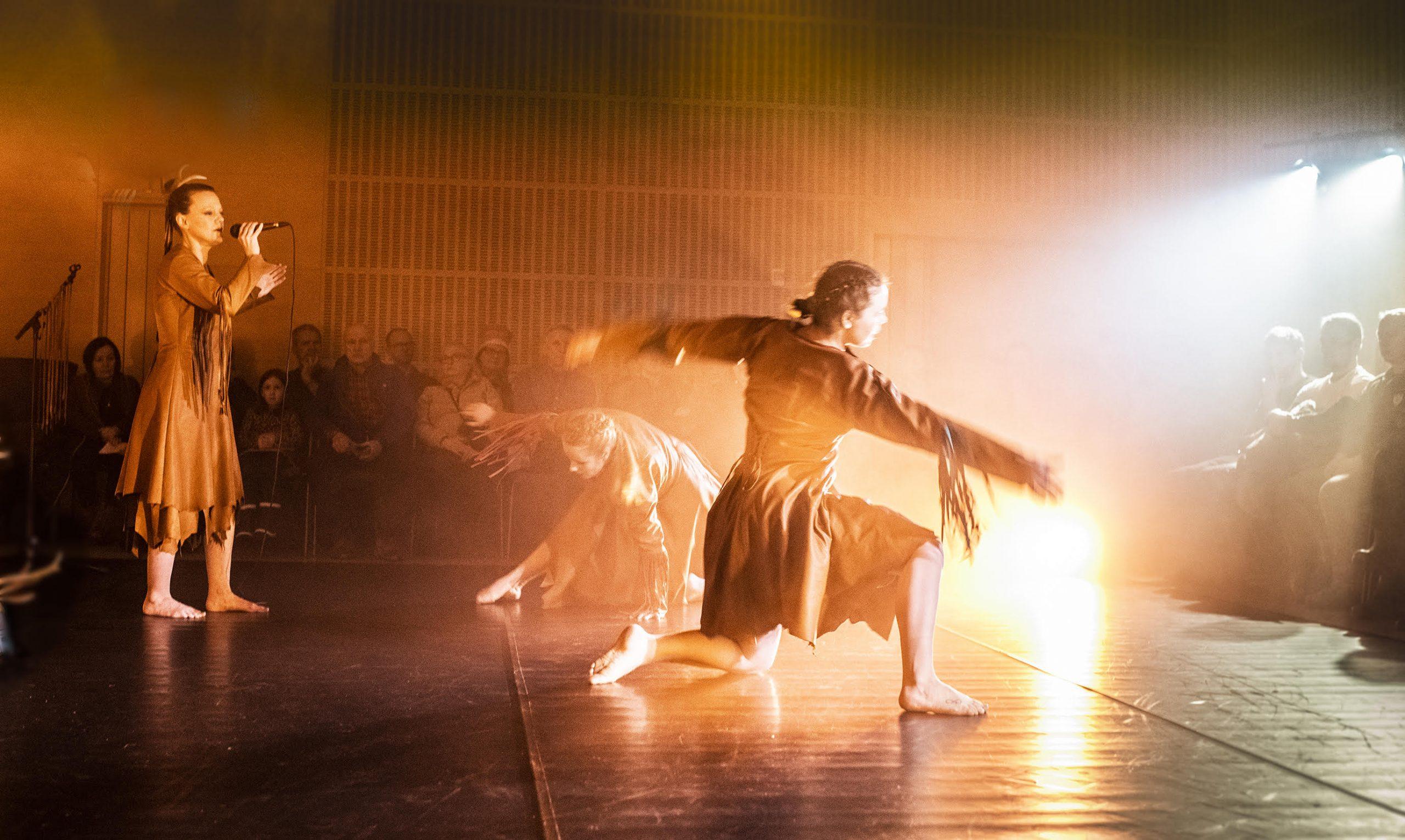 Ájttega - dans- och jojkföreställning